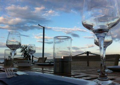 poharak-asztalon